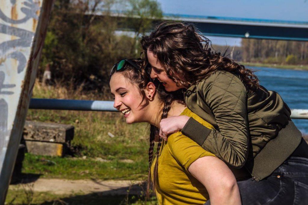 """Desiree & Chantal (19): """"Unsere Eltern sind unsere Vorbilder."""""""