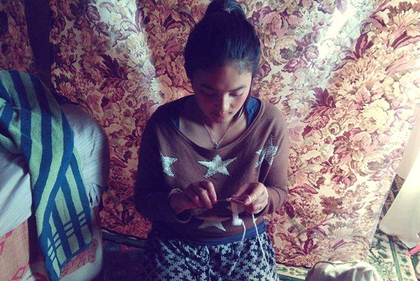 Faire Kindermode: Eine junge Nepalesin verwirklicht ihren Traum