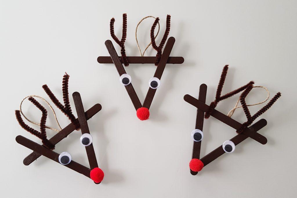 Weihnachtliche Elche aus Eisstäbchen